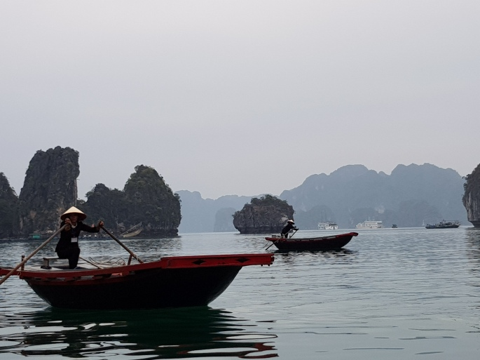 halong bay boats